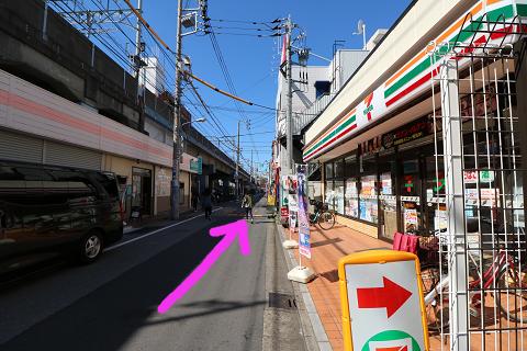 セブンイレブン江戸川葛西駅西店さんも通り過ぎます