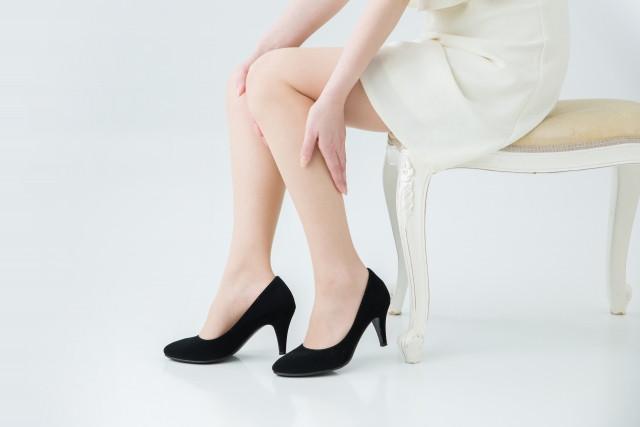 O脚とむくみが気になる女性